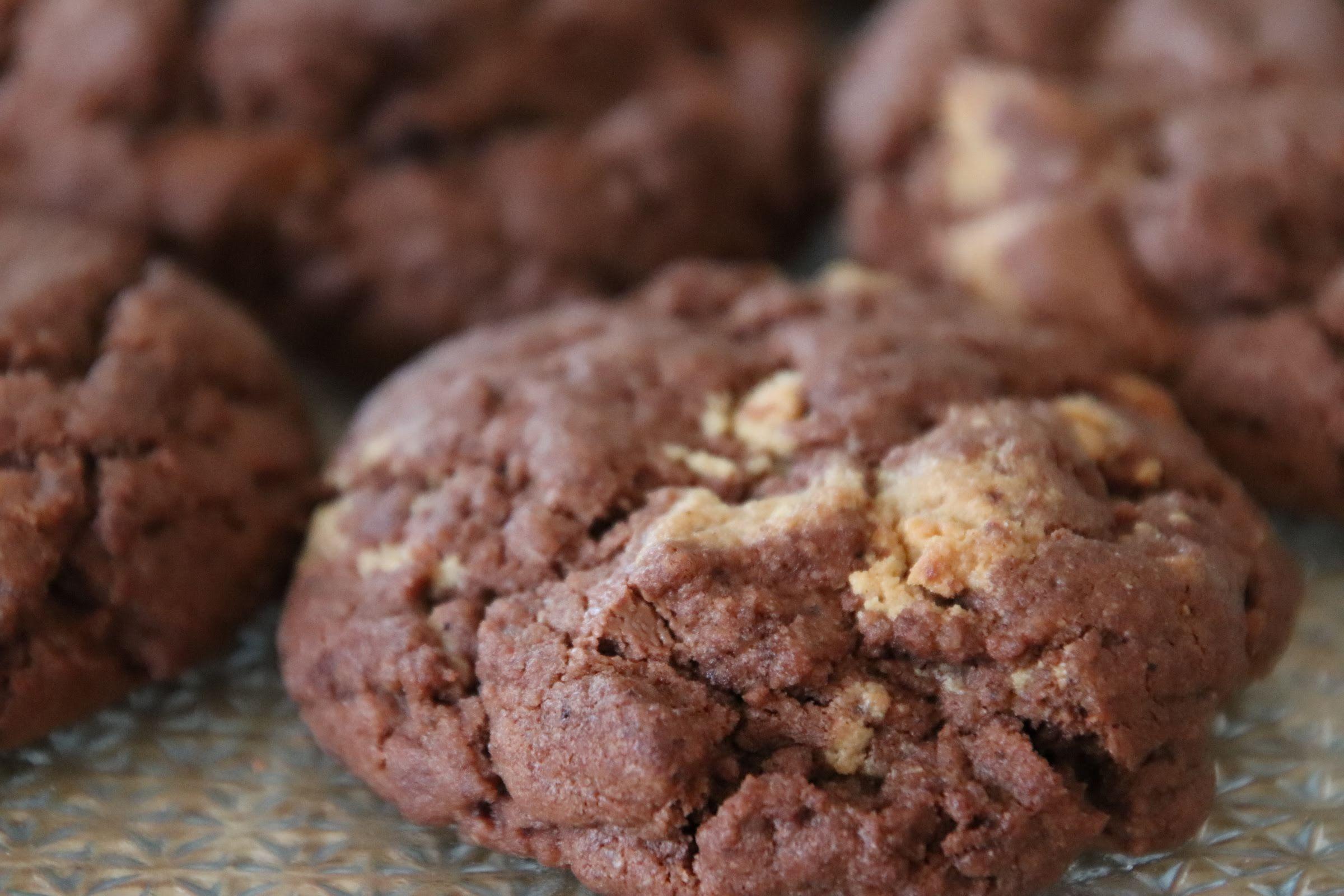 Photo d'un cookies au chocolat et au Reese's pour accéder à la recette