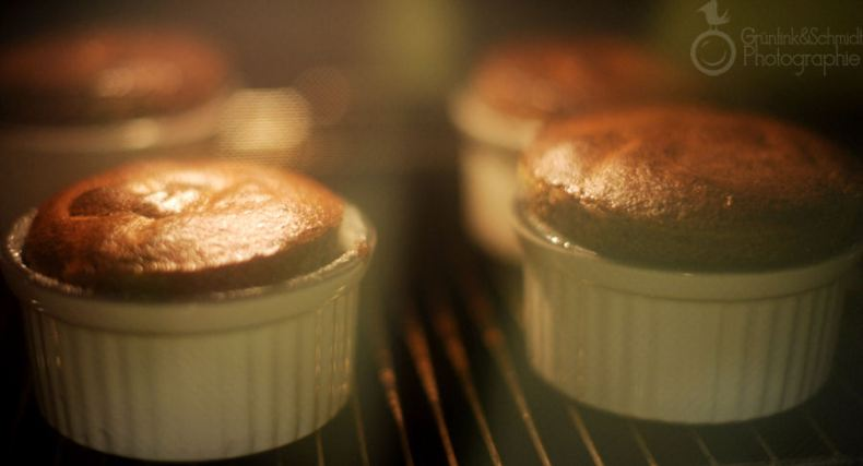 Chocolate Souffle with Rasberry Garnish and Gold Dust 02 kl