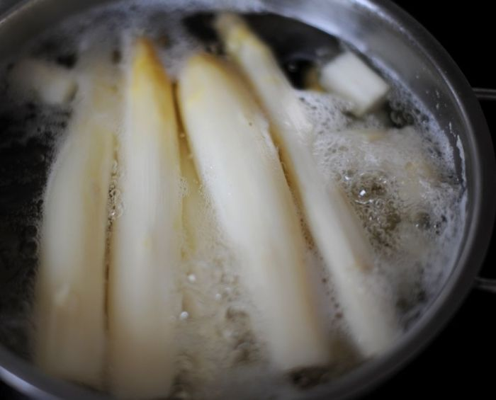 04 White Asparagus Hollandaise Potatoes kl