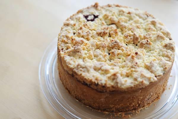 Gluten-free Vanilla Cream Cherry-Pie with Almond Streusel