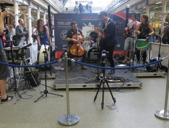 Orlando Seale sing at St Pancras