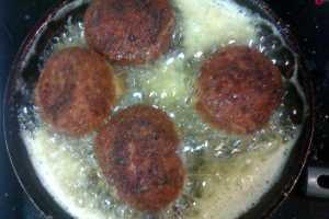 Bolas de arroz italianas rellenas de carne picada y queso parmesano cocina para niños