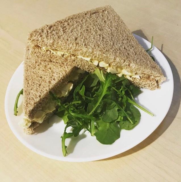receta de relleno para sandwich frío de huevo estilo Rodilla