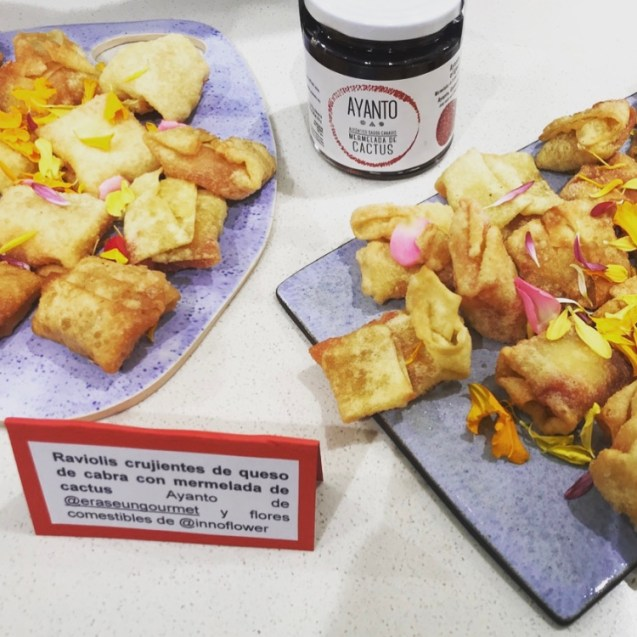 raviolis wantan frito con queso y mermelada