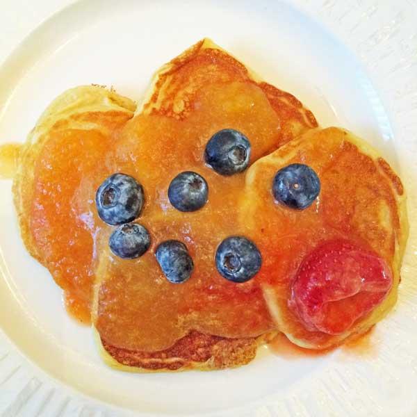 Gluten-free pancakes with peach sauce