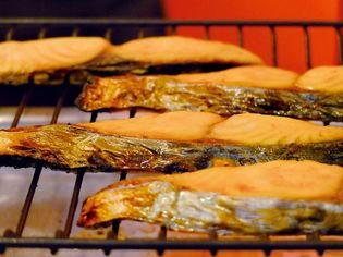 鮭の風味をアップ、さらに香ばしさをプラス  焼き鮭風味を再現したシーズニングオイルの拡販を開始