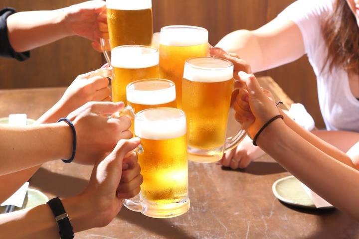 炭火焼ホルモン店で生ビール無料・飲み放題キャンペーン7月1日開始。日・月・火の週3日を1か月間、web予約限定で実施