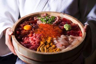 伊豆・村の駅から全国のフードファイターに朗報!? 「まぐろ道場」が「3.5kg級」道場破り丼含む3種の新丼発売