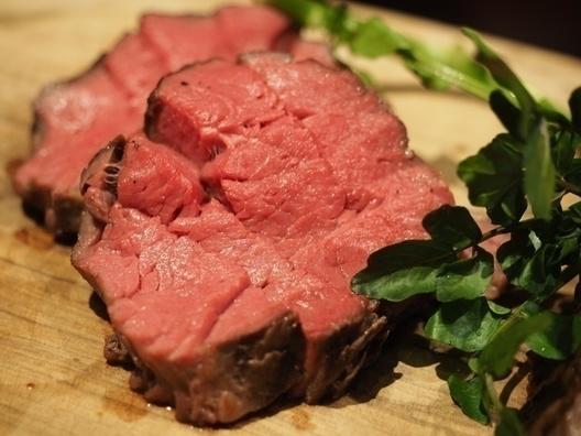 【肉好き必見】5種類の赤身肉が食べ放題!肉づくしのコースにソムリエ厳選のワインが飲み放題!『大人の肉祭り』を8月29日(水)限定で開催