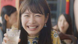 チョーヤ梅酒の「酔わないウメッシュ」 4代目キャラクター・岡本夏美さんの飲みっぷりが見どころの新CM  2018年8月15日(水)より順次全国オンエア開始!