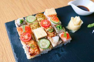 オープン記念で500円!話題の炙りモザイク寿司がワンコインに! カナダ発の新感覚sushi bar「KINKA」が六本木に2号店オープン。