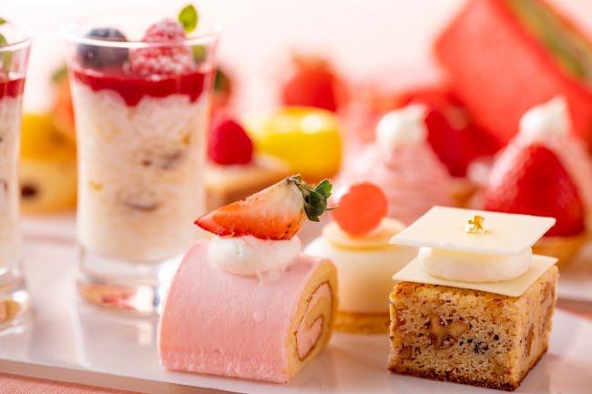 ストロベリーロールケーキ、ホワイトチョコレートブラウニー