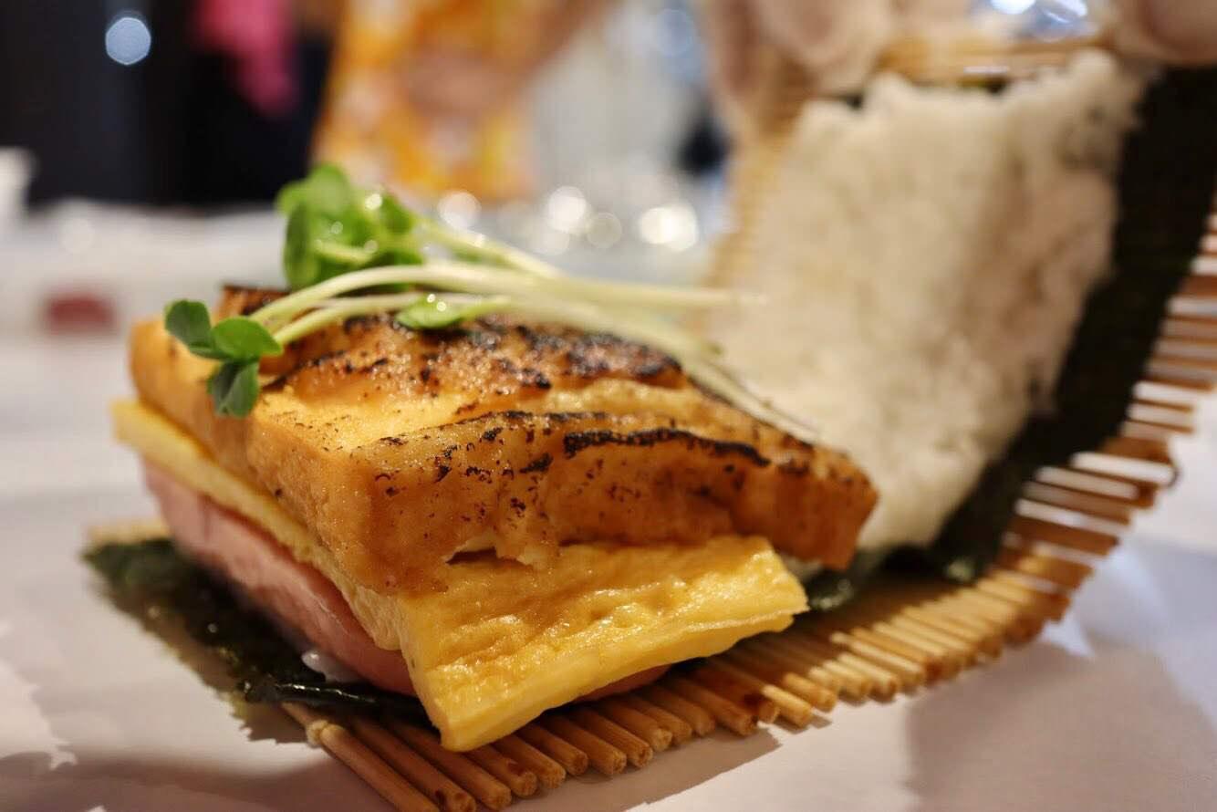 おにぎり×ハンバーガー「おにぎりバーガー」。『おにぎりバーガー 道頓堀店』が本日オープン