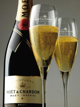 高級シャンパンをフリーフローで愉しむ冬季限定プランが登場。『MOËT & CHANDON フリーフロープラン』開催。新感覚のガストロパブ<THE PUBLIC SIX>