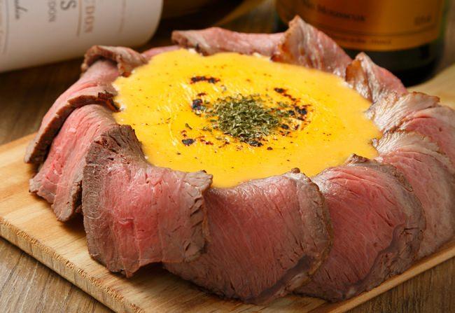キングオブピザ!チーズが溢れ出して止まらない【肉シカゴピザ】を無料で堪能!