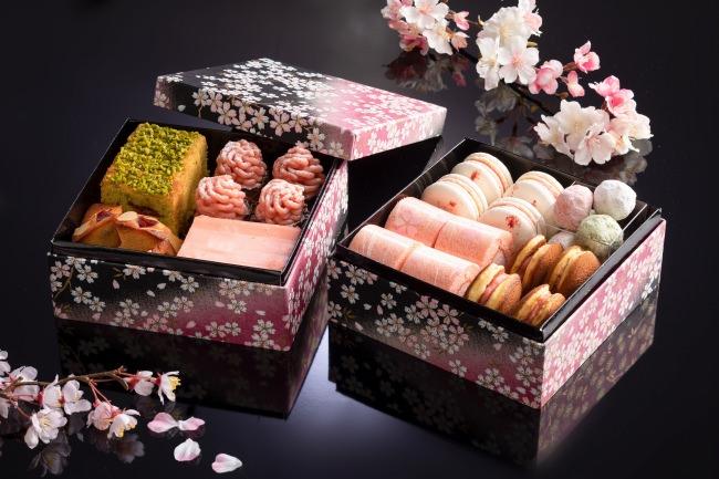 いちごと桜のスイーツ重