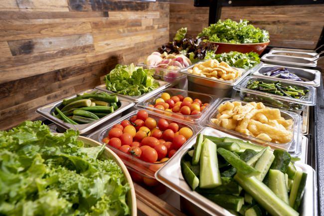 「Ho Farms」さんの野菜をたっぷりと。サラダバー