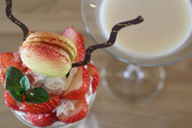 富士マリオットホテル山中湖 ひと月遅れのひなまつりを祝う「お雛さまパフェと雛祭りカクテル」を発売