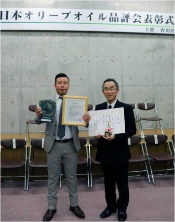 国産オリーブオイル初の全国コンテスト「日本オリーブオイル品評会」にて自社農園産オリーブを使用した日本オリーブの看板商品2製品が金賞および特別賞を受賞!