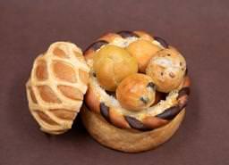 パン製のかごにプチパンを詰め合わせた新商品 プティ・パニエ 4月5日(金)より販売中