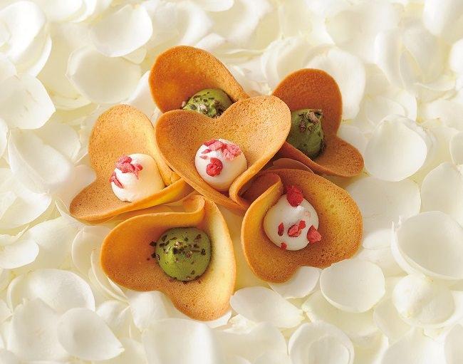 花束のようなかわいい焼菓子やケーキを母の日に贈ろう!阪神梅田本店で5月8日より限定販売!