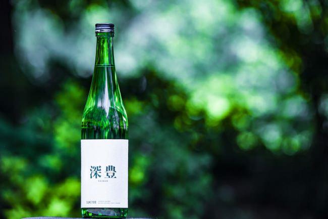伝統的な会席料理と酒器のペアリングを提供するミシュラン1ツ星の名店「ふしきの」にて、プレミアム日本酒ブランド「SAKE100」の『深豊』を期間限定で提供開始