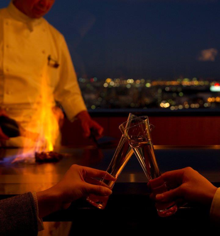 一夜限りの鉄板焼ディナーを夜空を彩る花火とともに
