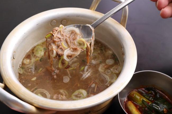 名物オモニの自家製テールスープ