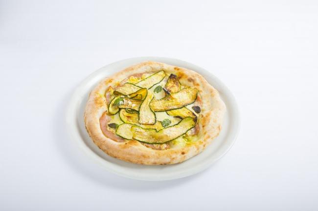 ズッキーニとモルタデッラのマヨピッツア