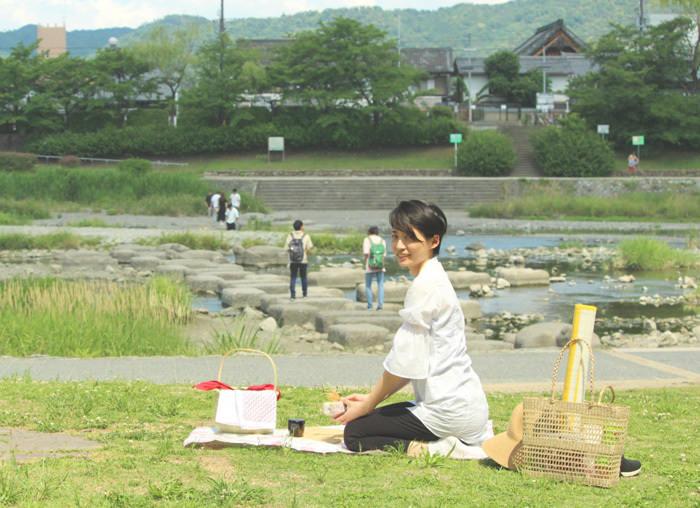 京都の癒し処・鴨川でカジュアルに楽しむ抹茶ピクニック! 日本初の日本茶アウトドアカフェ!? 「d:matcha Kyoto Cafe & Picnic」出町柳に6/22にオープン