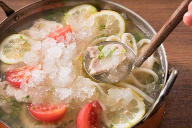 新感覚の夏グルメ かき氷を豪快にかきまぜて食べる夏鍋「シャリシャリかき氷鍋」