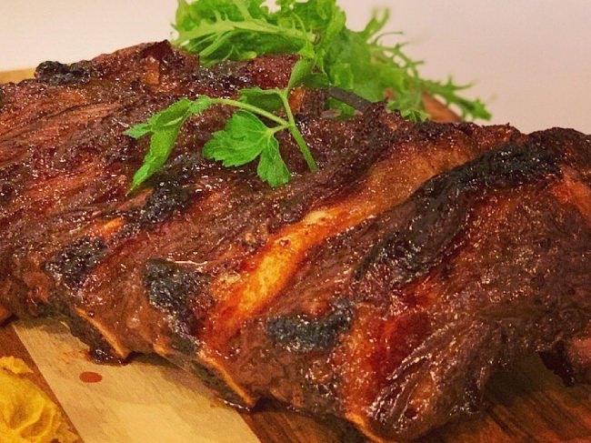 グリルマスターが焼くハワイアン炭火焼き!ハワイ王族の魚「モイ」と牛肉メニュー