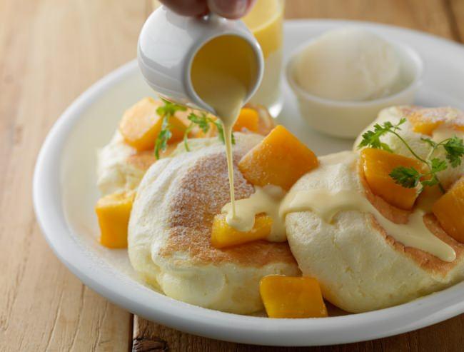 本日発売開始!1ヶ月限定の夏の味。旬の味わいを楽しむドレモルタオのパンケーキ