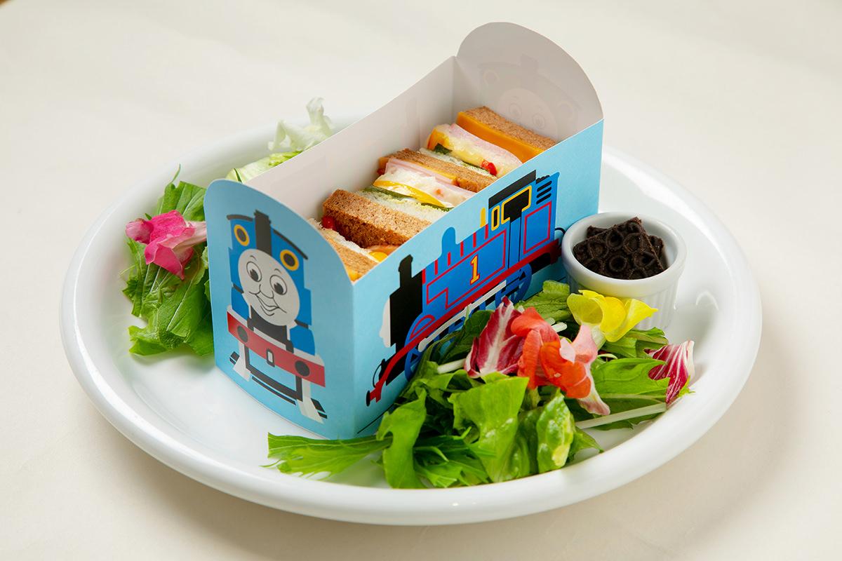 草原を走るトーマスとパーシーのサンドイッチ(トーマス) 税込1,160円