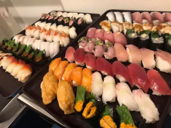 寿司と日本酒食べ飲み放題!時間制限なし!持ち込み自由・途中買い出し自由!驚愕の3900円税込!!