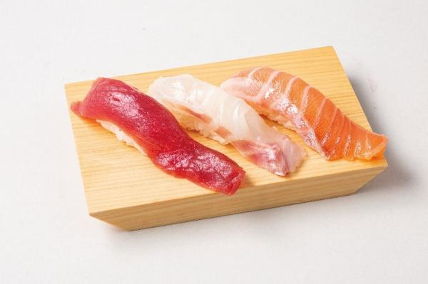 オリックス・バファローズの冠スポンサー公式戦『寿司 魚がし日本一 ナイター』デー8月2日開催 先着1万名様に話題の発酵熟成寿司をプレゼント! 1日限りのロゴ入り丸かぶり『勝つロール寿司』2種類販売も