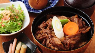 百年牛丼 2,000円(税抜)※4名様のご注文でおひとり様無料