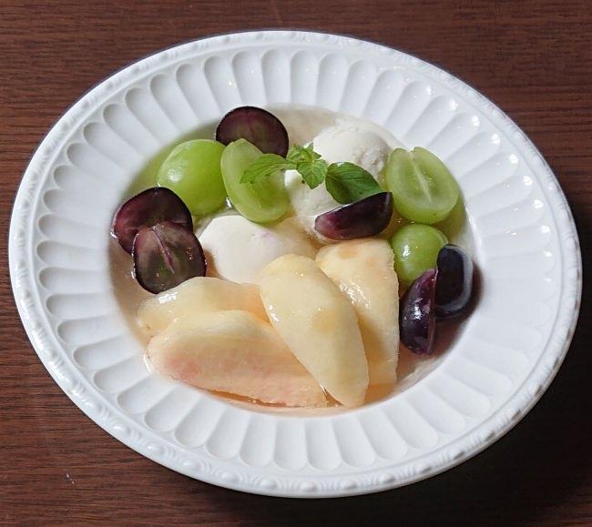 Café 1894 「おかやまフルーツを宝石にみたてた白桃パフェ」