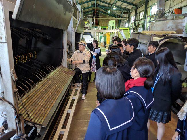 こゆ財団では、宮崎県と東京都の高校生が集まって地域のお茶を使った新商品開発を行うプロジェクトに参画しており、「宮崎そばフロランタン」でも新たな学びの場の創出を計画しています。