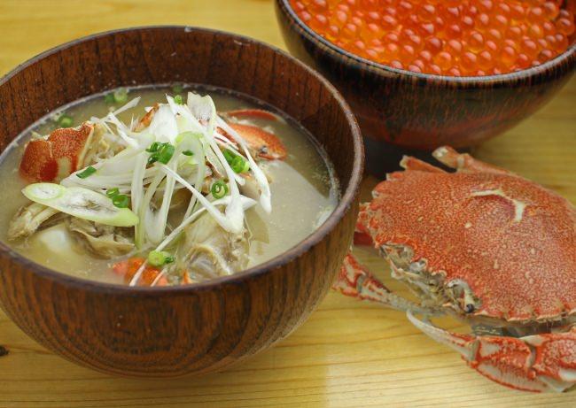 7月17日からのカニ汁には、一人当たりおよそ1杯のカニが入っていて、濃厚な出汁がでた絶品味噌汁。