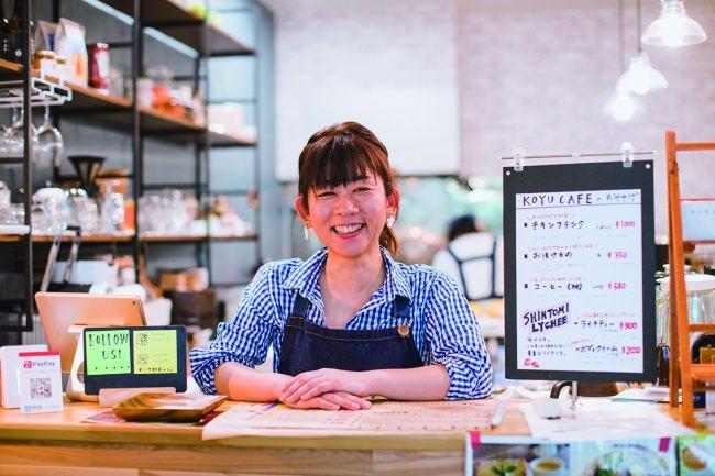 オープン1周年を迎える「こゆ野菜カフェ」永住美香店長(写真:Waki Hamatsu)