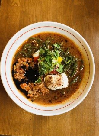 昨年 大好評のネオベジモリンガ麺シリーズが今年もスタート!10~11月限定、鶏ポタラーメン THANKにて『チリトマラーメン』発売!