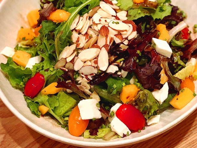 野菜嫌いも食べられる?ロコも絶賛するWAIOLIのオリジナル、具沢山サラダ