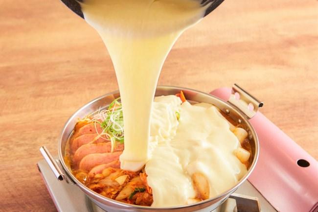 【最旬!韓国グルメ】『滝チーズトッポギ鍋』が九州