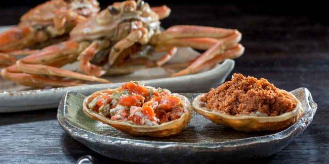 香箱蟹(ボイル)...身・内子・外子・カニ味噌を酢醤油に付けてお召しあがりください。 金沢では定番の楽しみ方です。