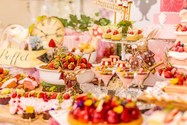 ランチ&デザートブッフェ『アリスのストロベリーショコラパーティー』開催!旬の苺×チョコレートづくしのスイーツ&軽食 約30種類が食べ放題