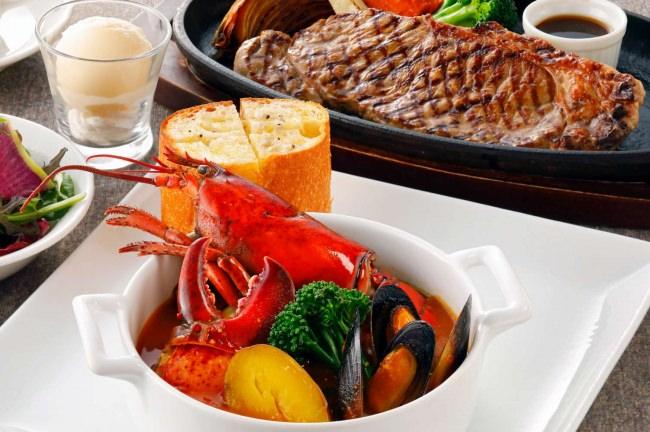 オマール海老のブイヤベースと熱々鉄板ステーキのセットが事前予約でお得に