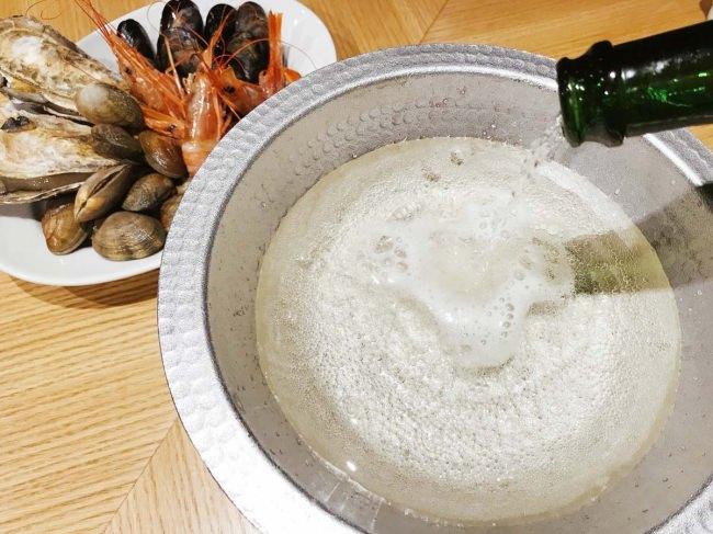 絶品!モエ・エ・シャンドンの「シャンパン鍋」たっぷりシーフードとシャンパンのみで仕上げる超贅沢鍋