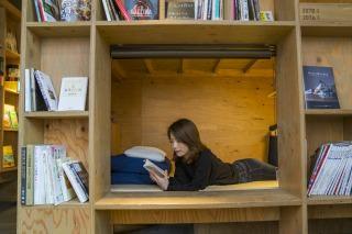 日本初!?本が通貨になる町田の地域密着型ホテル「武相庵 Library & Hostel」