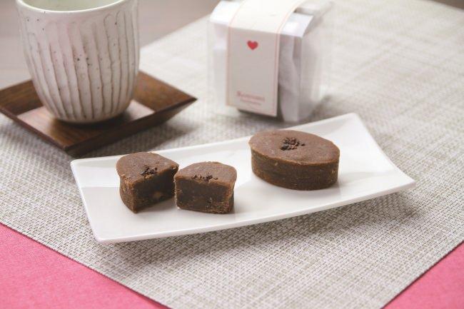 令和最初のバレンタインに日本らしい和スイーツはいかがでしょうか。船橋屋こよみより、チョコレート風味の餡焼き菓子「あんやきしょこら(柚子)」を1月17日(金)から販売いたします。